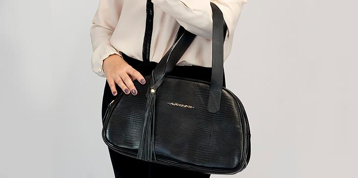 A elegância da bolsa preta